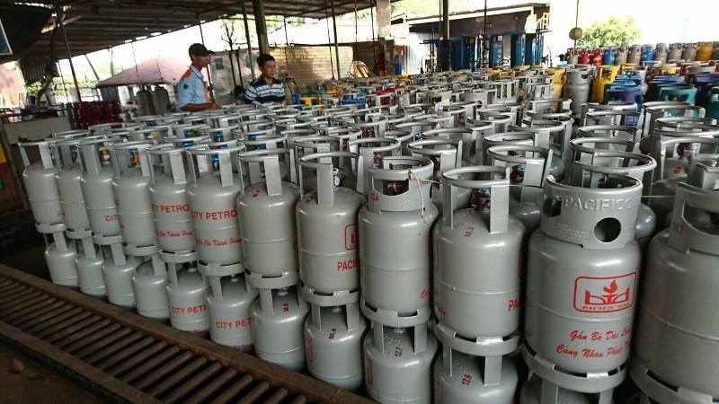 Giá gas tháng 10 tăng thêm 12.000 đồng/bình 12 kg - ảnh 1