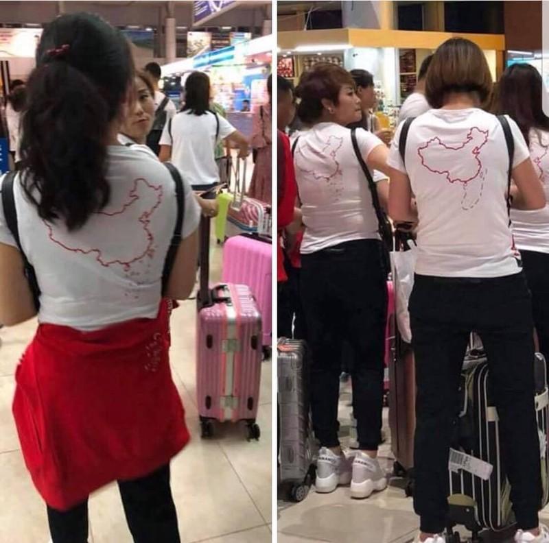 Buộc du khách Trung Quốc cởi bỏ áo in hình lưỡi bò - ảnh 1