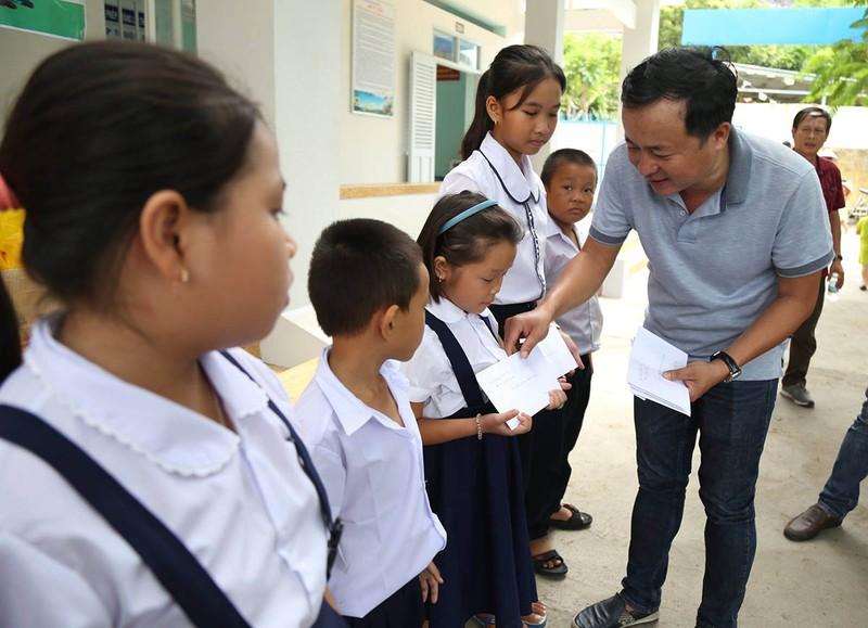 Nhà báo mang Trung thu đến học sinh nơi đảo xa - ảnh 5