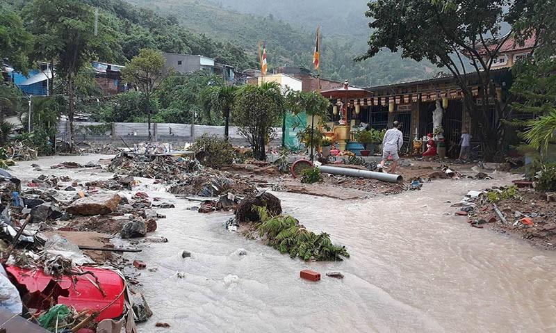 17 người chết và mất tích, Nha Trang tiếp tục sơ tán dân - ảnh 7