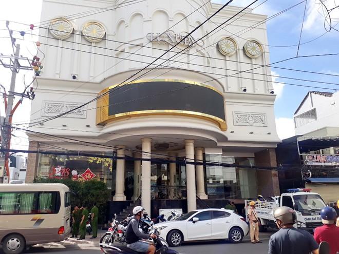 Phát hiện 22 phòng tại điểm karaoke lớn ở Nha Trang có ma túy - ảnh 1