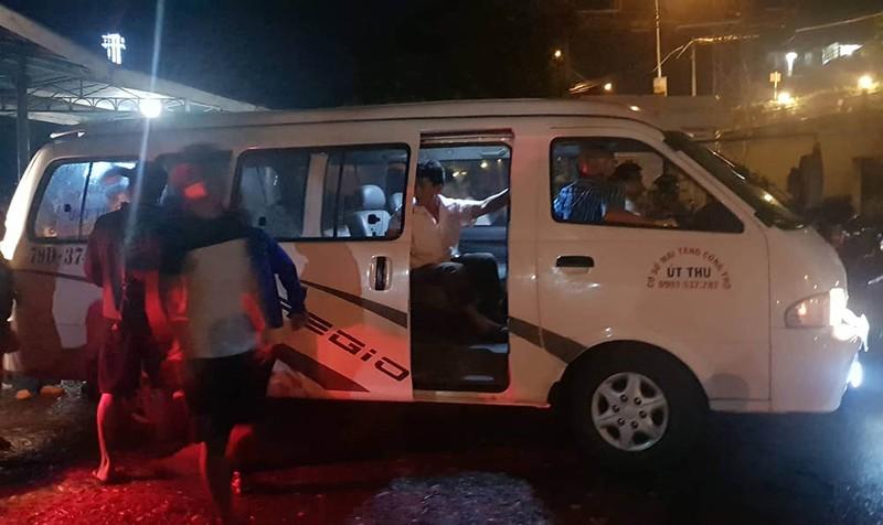 Lật tàu du lịch trên vịnh Nha Trang, 2 người chết - ảnh 2