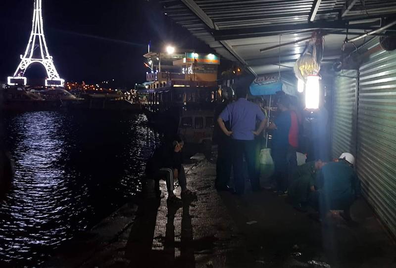 Lật tàu du lịch trên vịnh Nha Trang, 2 người chết - ảnh 3