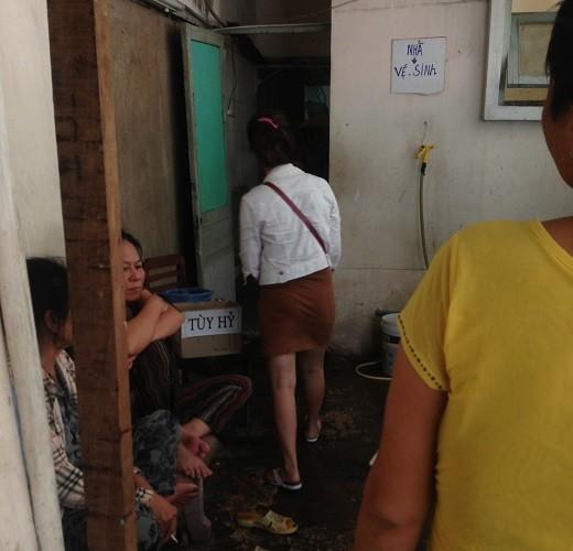 Gọi đường dây nóng Bộ Y tế 38 lần/đêm để…méc nhà vệ sinh dơ - ảnh 1