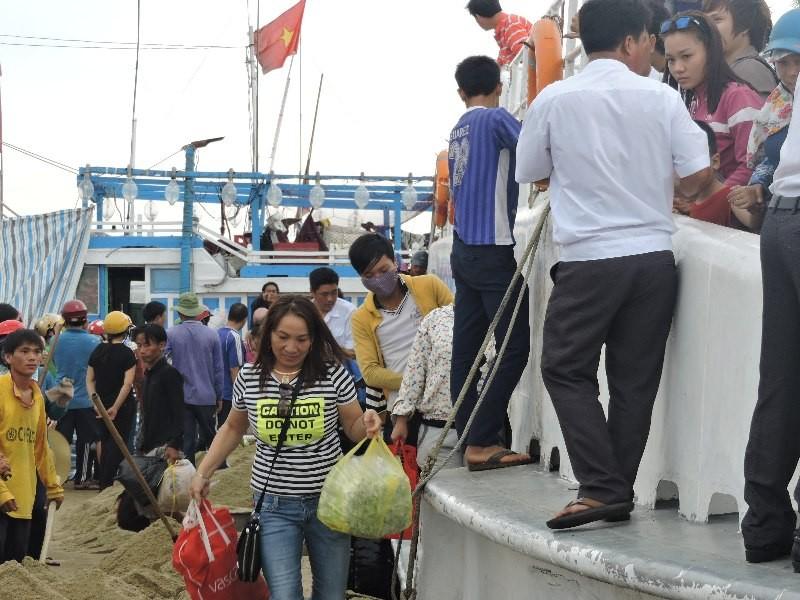 Hơn 4000 khách du xuân đảo Lý Sơn - ảnh 3
