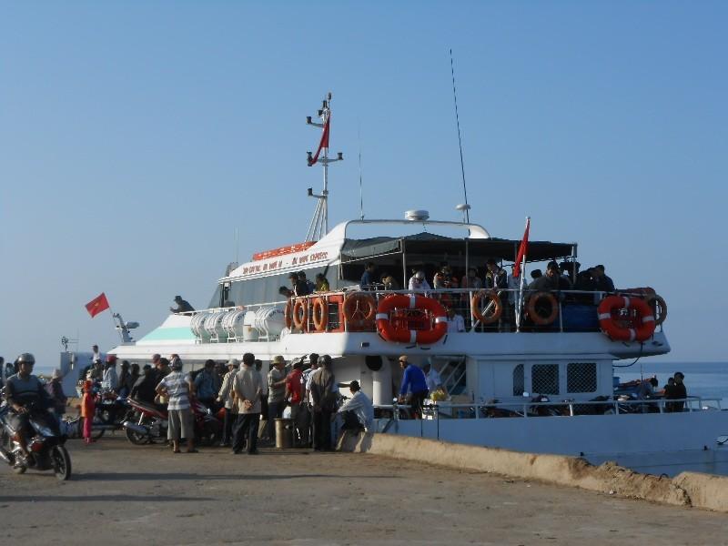 Hơn 4000 khách du xuân đảo Lý Sơn - ảnh 4
