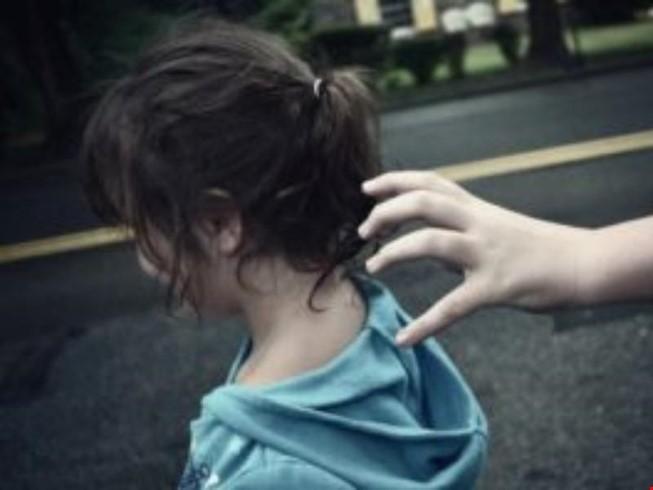 Đăng ảnh nghi phạm ấu dâm: Nỗi đau nhân thêm - ảnh 1