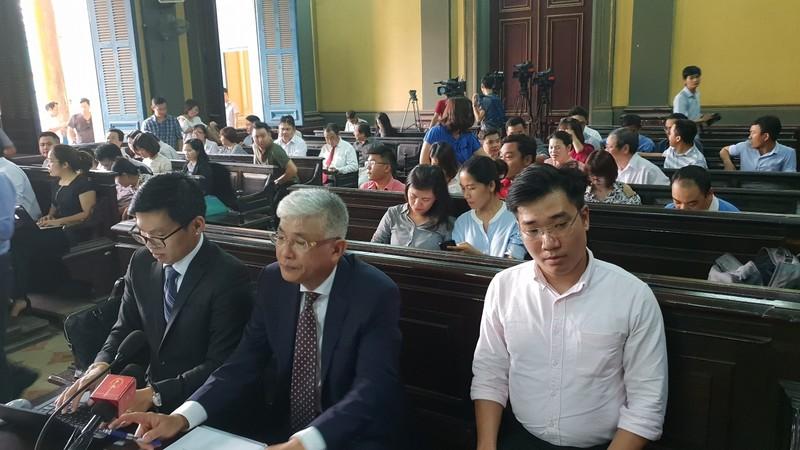 Vụ Vinasun kiện Grab: HĐXX bất ngờ tạm dừng phiên tòa - ảnh 3