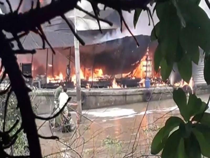 Cháy tàu dầu trên sông Tiền, một người tử vong - ảnh 1