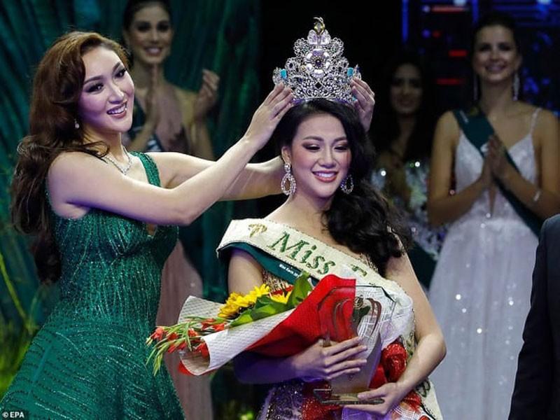Người đẹp Nguyễn Phương Khánh tại lễ đăng quang hoa hậu trái đất 2018. Ảnh: Gia đình tân hoa hậu cung cấp