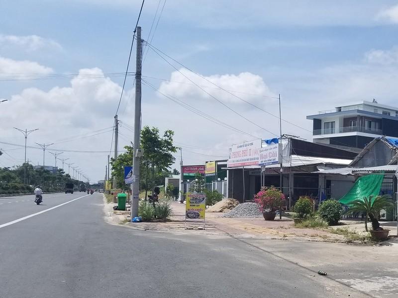 Thanh tra đề nghị tỉnh thu hồi đổi lại gần 100 sổ đỏ đã cấp thừa đất cho dân trên đường Quảng Lộ Phụng Hiệp, TP Cà Mau (Chí Hạo).
