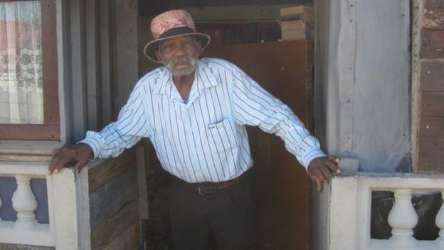 Cuộc sống bình dị của người đàn ông trăm tuổi - ảnh 1