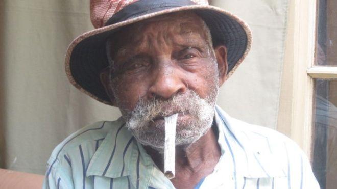Cuộc sống bình dị của người đàn ông trăm tuổi - ảnh 2