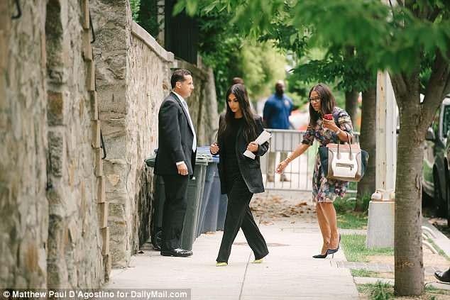 Ông Trump tiếp Kim Kardashian tại Nhà Trắng - ảnh 2