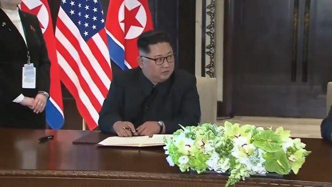 Vì sao ông Kim dùng bút của em gái để ký thỏa thuận chung? - ảnh 2