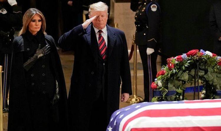 Tổng thống Trump và đệ nhất phu nhân viếng linh cữu Bush cha - ảnh 1