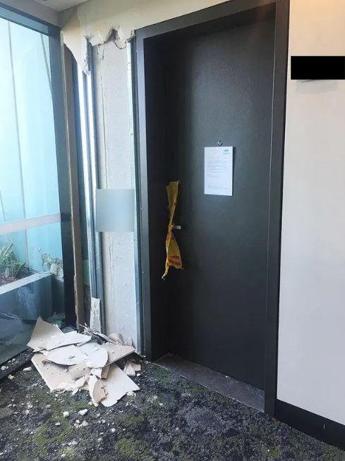 Úc di tản dân sau khi tòa nhà 38 tầng có dấu hiệu nứt - ảnh 3