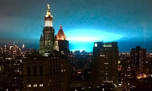 Bầu trời New York bỗng chuyển màu xanh kỳ lạ - ảnh 1