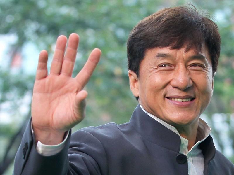 Thành Long bất ngờ bị lộ 'cảnh nóng' trên sóng truyền hình  - ảnh 1