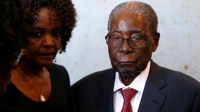 Cựu Tổng thống Zimbabwe bị trộm 1 va li chứa đầy tiền - ảnh 1