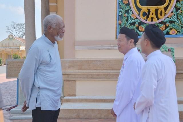 Tài tử Morgan Freeman làm phim ở Văn Miếu, Tòa thánh Tây Ninh - ảnh 4