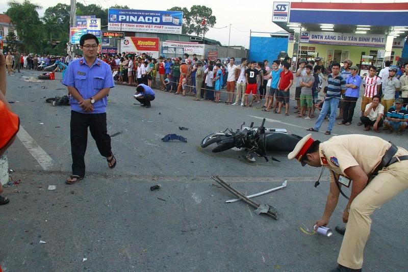 Tai nạn kinh hoàng ở ngã tư, 2 đứa trẻ chết thảm - ảnh 1
