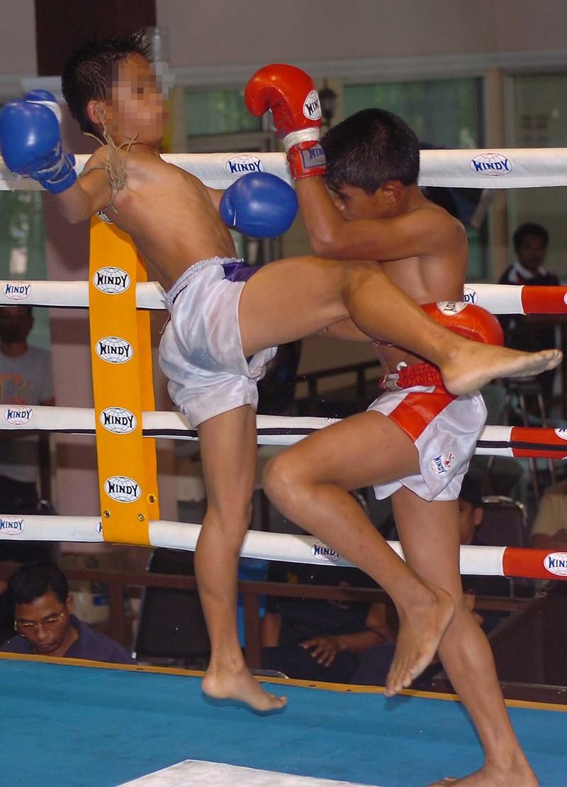 Cần cấm ngay trẻ em thi đấu Kickboxing - ảnh 1