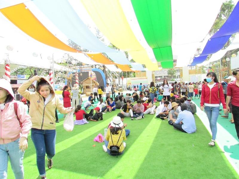 Hàng ngàn người chen nhau đến lễ hội bánh dân gian  - ảnh 9