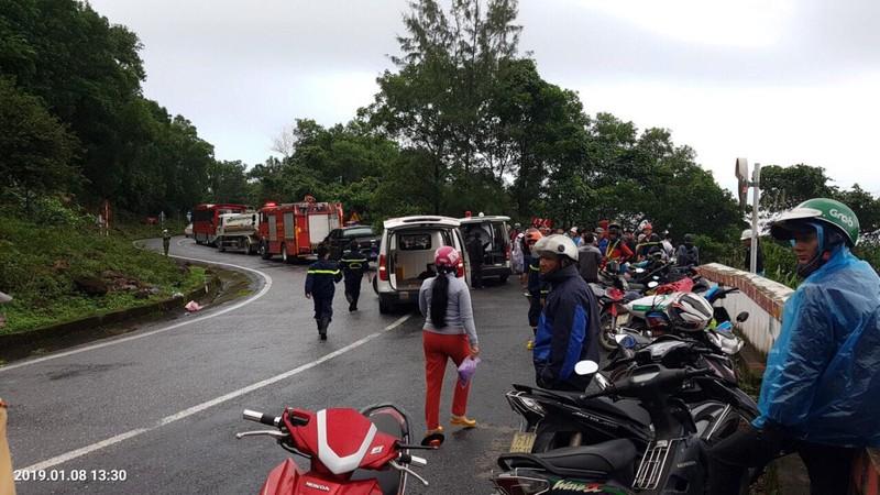 Xe khách rơi trên đèo Hải Vân, 23 người bị nạn - ảnh 1