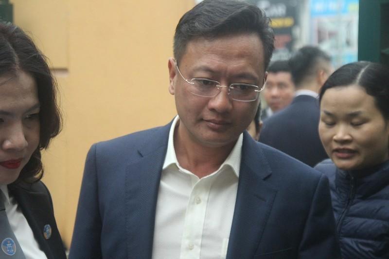 Tòa bắt đầu làm việc, BS Hoàng Công Lương vẫn chưa đến - ảnh 4