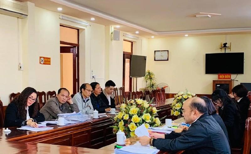 Buổi thương lượngbồi thường oan sailần thứ ba giữa gia đình cụ Đặng Thị Nga và đại diện TAND tỉnh Điện Biên. Ảnh: V.N
