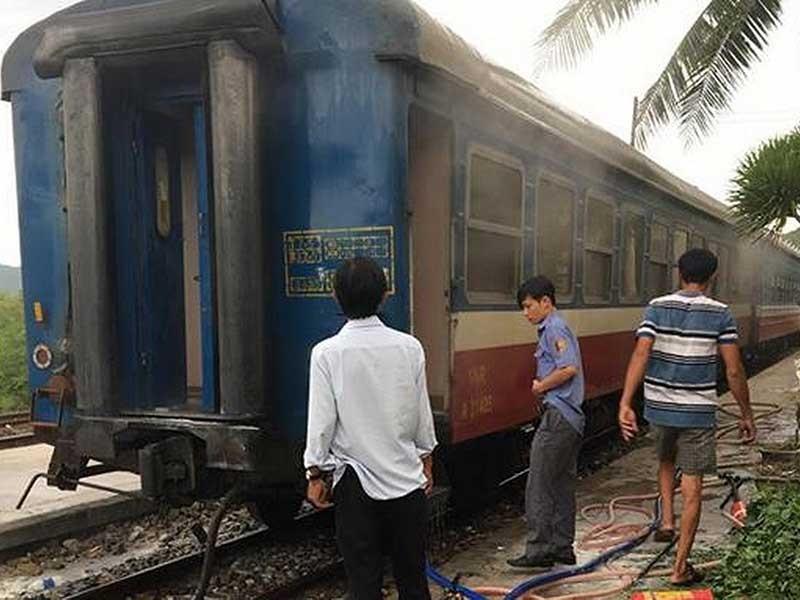 Hành khách trên tàu lửa bốc cháy đều an toàn - ảnh 1