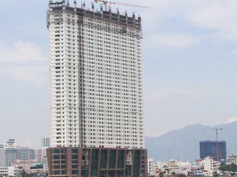 Tranh luận về tháo dỡ ba tầng cao ốc ở Khánh Hòa - ảnh 1