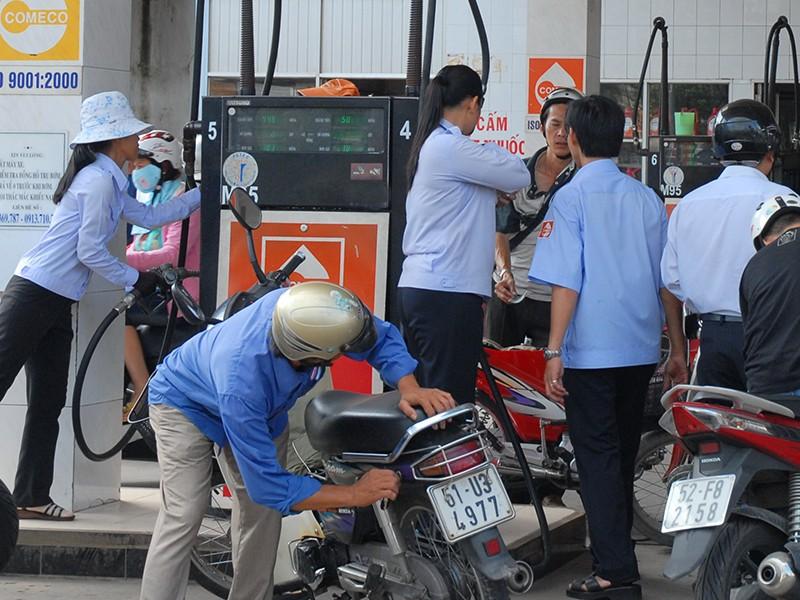 Không nên tăng thuế môi trường xăng dầu - ảnh 1