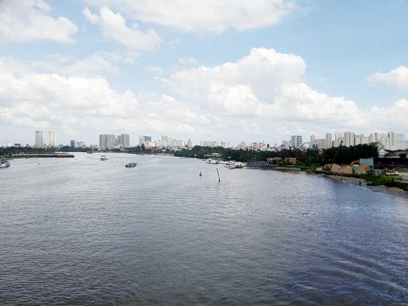 Hàng trăm dự án đang 'băm' bờ sông Sài Gòn - ảnh 1
