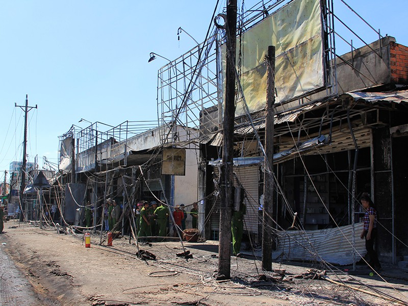Sẽ khởi tố vụ lật xe bồn gây cháy lớn ở Bình Phước - ảnh 1