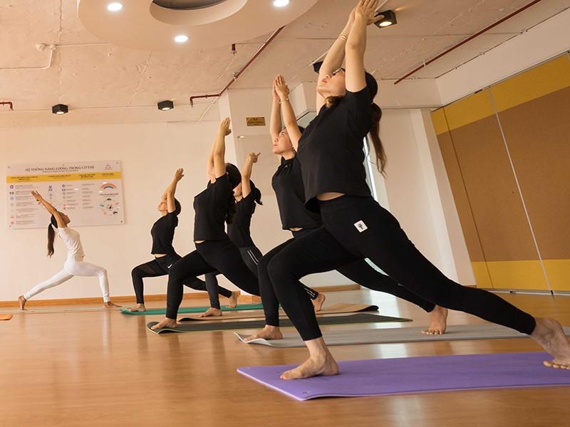 Bát nháo dạy, tập yoga - ảnh 1