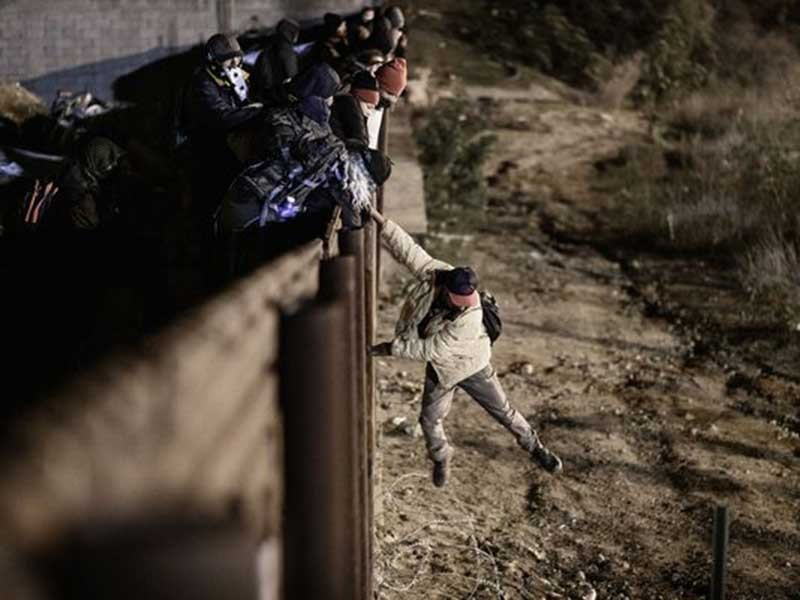Ông Trump gặp rủi ro nếu xây tường Mexico - ảnh 1