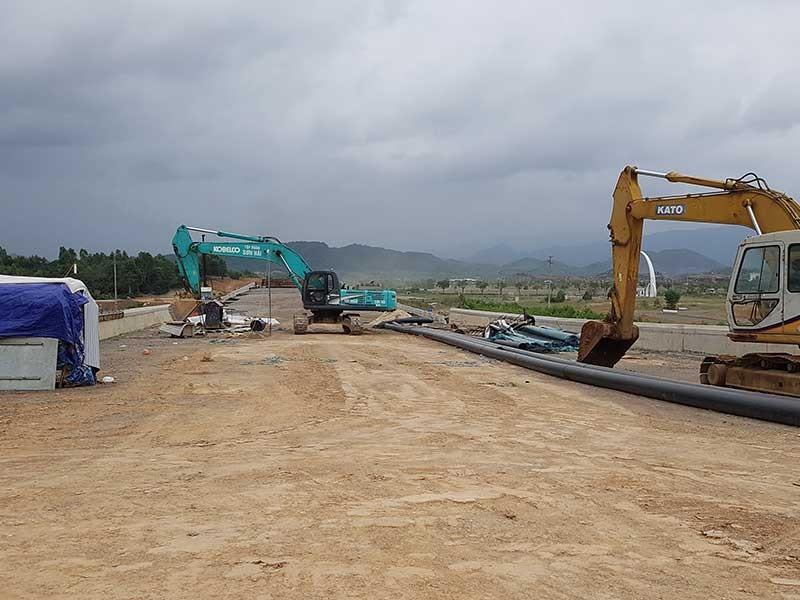 Cao tốc La Sơn - Túy Loan chưa xong đã lở - ảnh 1