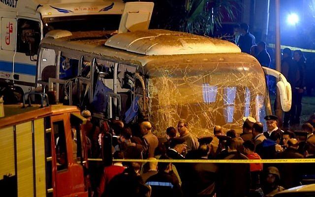 Xe chở du khách Việt trúng bom ở Ai Cập, 4 người chết - ảnh 1