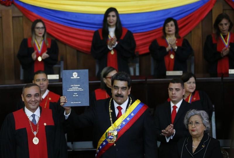 Tổng thống Venezuela vừa tái nhậm chức đã gặp nhiều khó khăn - ảnh 1