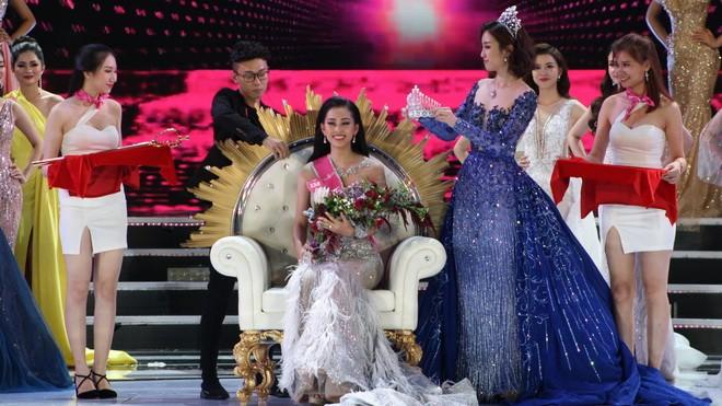 Cô gái Quảng Nam Trần Tiểu Vy đăng quang hoa hậu Việt Nam 2018 - ảnh 2