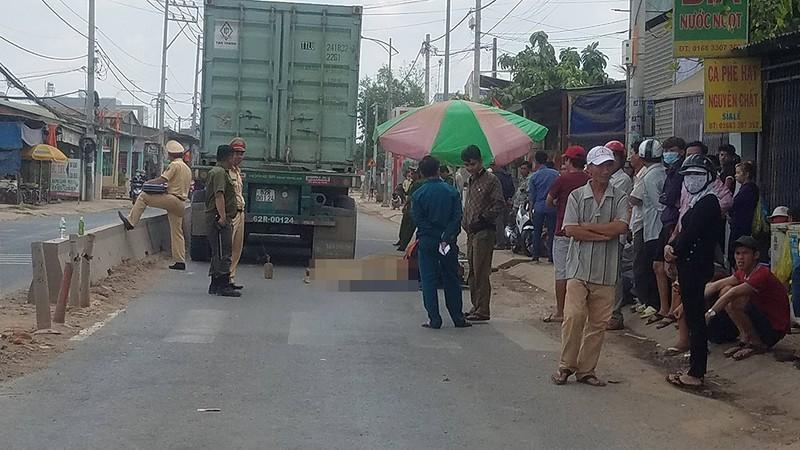 TP.HCM: Va chạm xe container, 2 phụ nữ chết thảm - ảnh 1