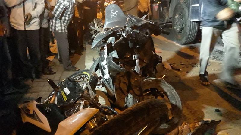 Xe container tông hàng chục xe dừng đèn đỏ, nhiều người chết - ảnh 6