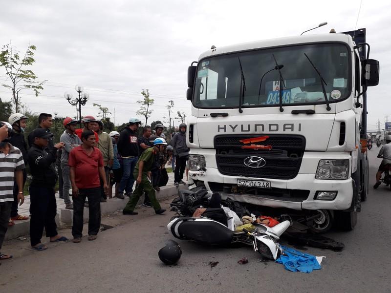 Xe container tông hàng chục xe dừng đèn đỏ, nhiều người chết - ảnh 3