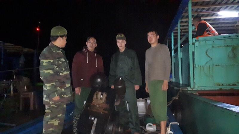 Tàu 2 cha con ở Quảng Ninh suýt trôi dạt sang Trung Quốc - ảnh 1
