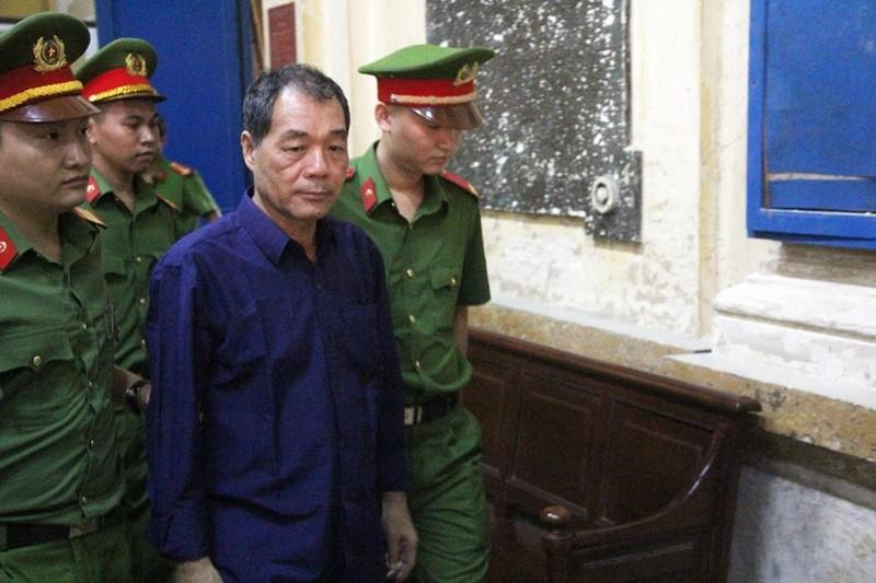 Ông Trần Bắc Hà lại đi chữa bệnh ở nước ngoài khi toà xử - ảnh 1