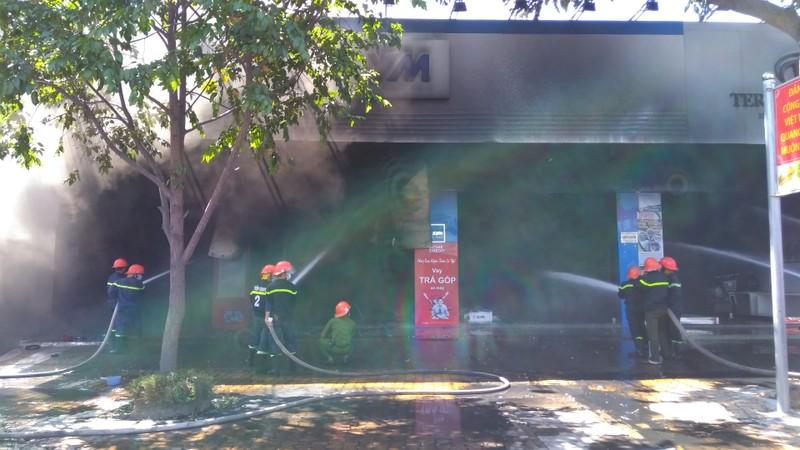 Cháy dữ dội cửa hàng xe máy ở TP.Mỹ Tho - ảnh 1