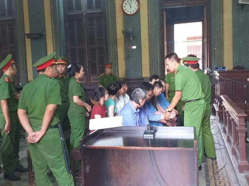 Xét xử vụ tổ chức đánh bạc do người Trung Quốc điều hành - ảnh 1