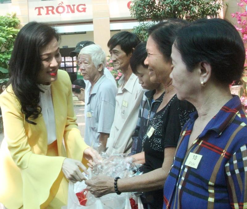 VWS trao 200 phần quà Tết đến người dân Bình Chánh - ảnh 5
